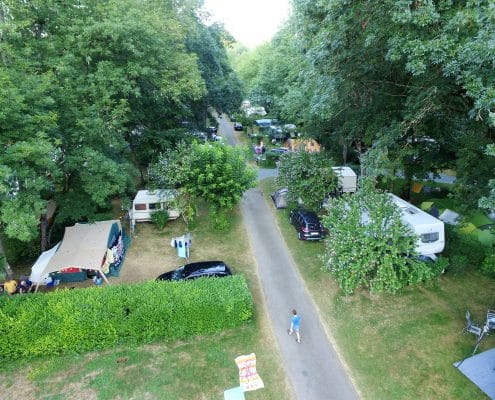 camping-allee-goudronnee